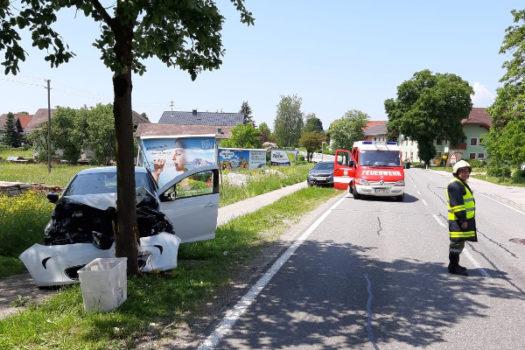 05.06.2019 I  Auto gegen Baum auf B1